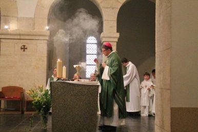 Offertoire & encensement de l'autel.