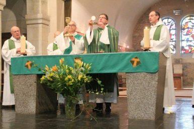 Conclusion de la prière eucharistique.
