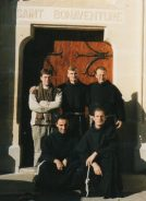 Avant 2002 : De gauche à droite : un postulant, fr. Anton, fr. Daniel - Marie (gardien), fr. Emidio - Marie, fr. François - Xavier.