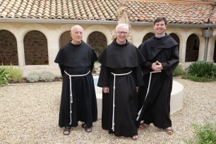 Depuis 2018 : De gauche à droite fr. Charles, fr. Bernard-Marie, fr. Pierre.